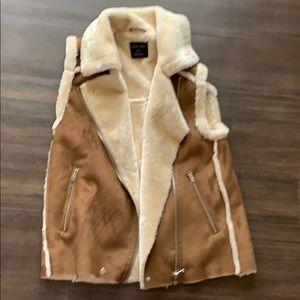 Warm comfy vest! Faux fur. Juniors small. Soft